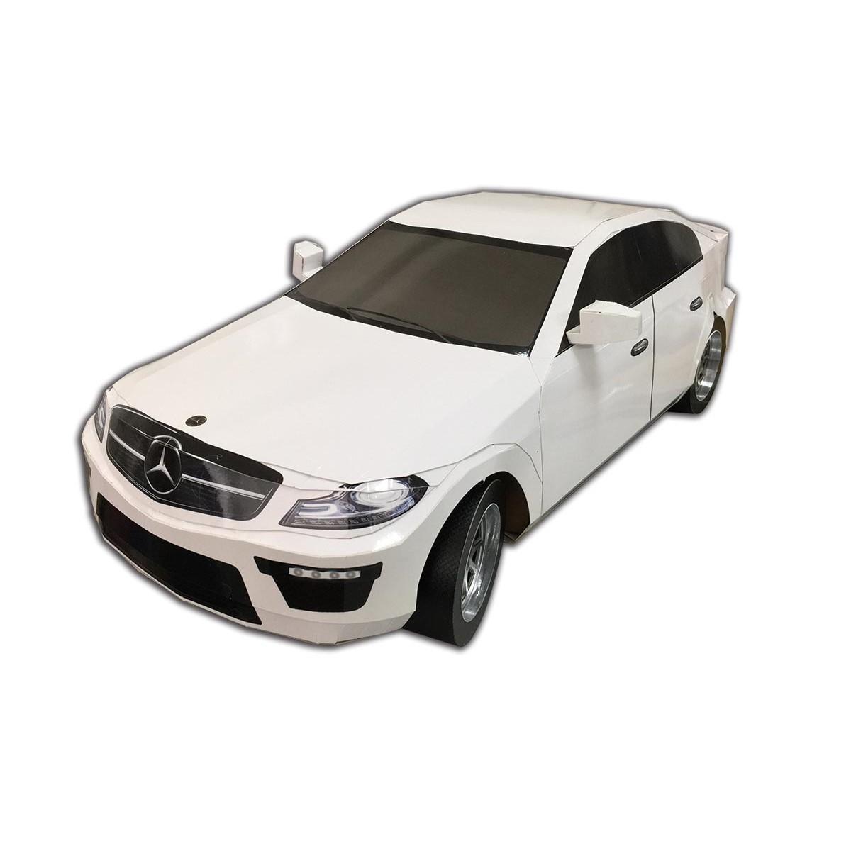 賓士白色轎車一台