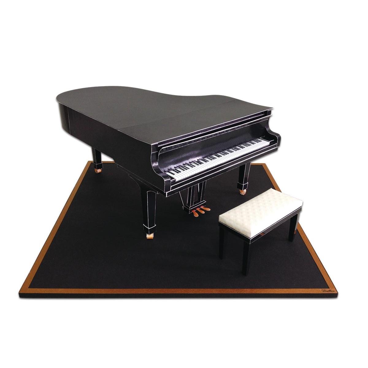 三角鋼琴一台